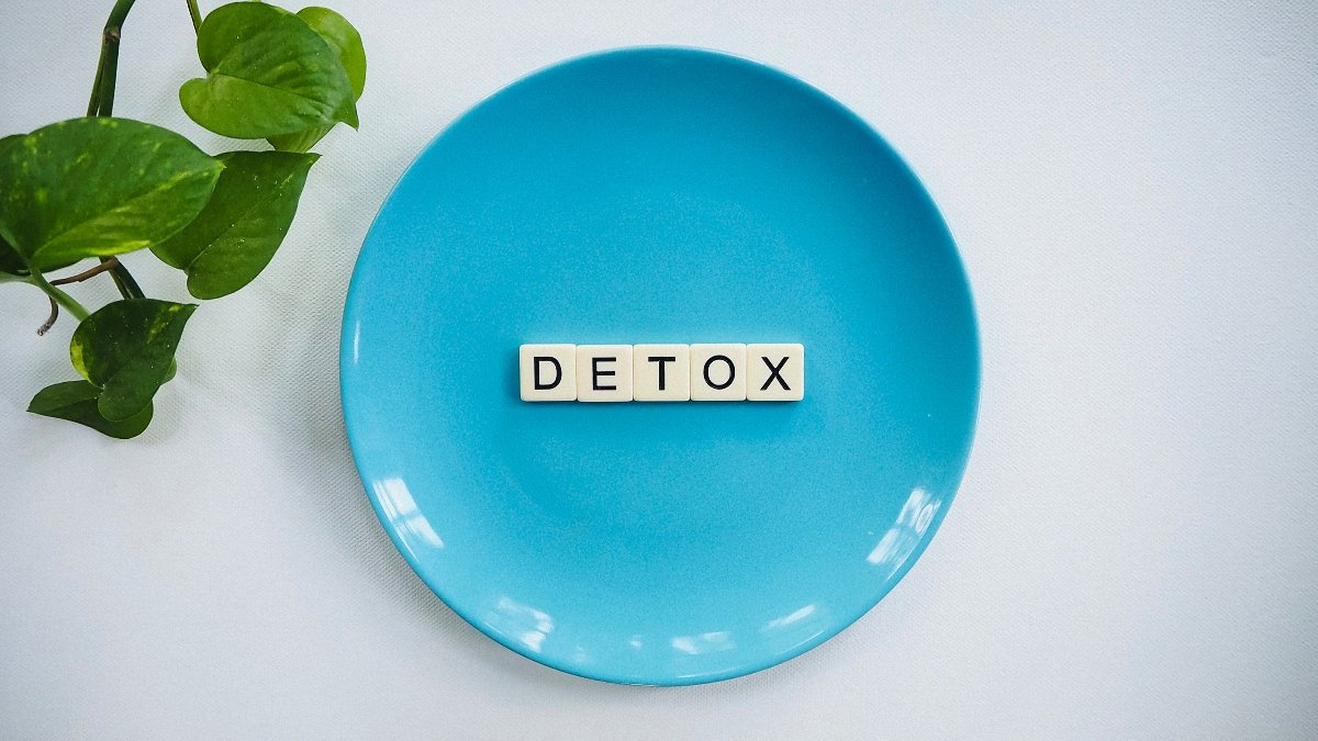 A blue plate holding letters that read detox